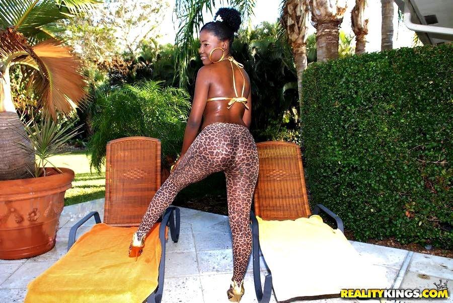 mature black bbw butts farting – Femdom